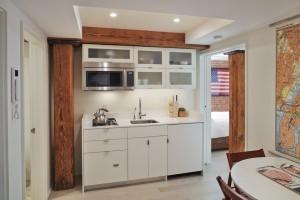 hudson river guest kitchenette