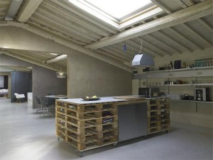Shipping-Pallet-Loft-in-Florence-2