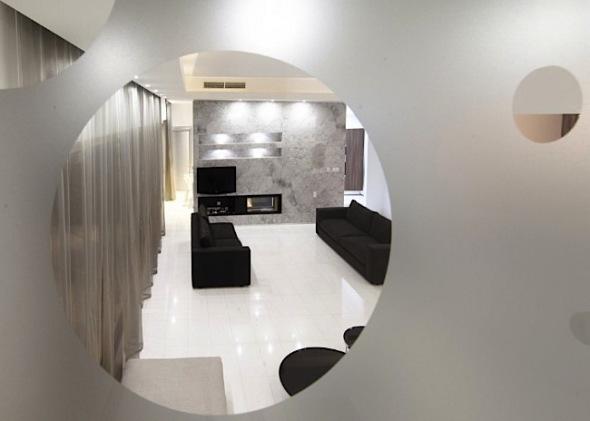 ...entering funnel house, cyprus/ ambrianou koutsolambros architects